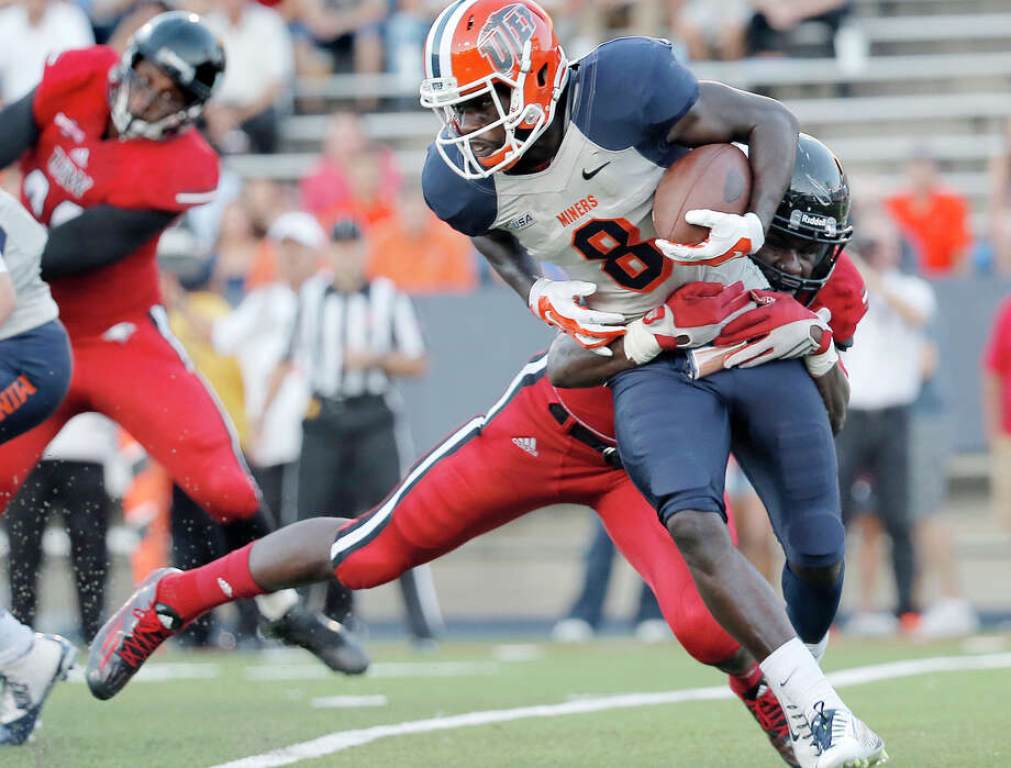 UTEP wide receiver Autrey Golden is tackled in the backfield by Incarnate Word linebacker Myke Tavarres during the first half on Sept. 26, 2015, in El Paso. Photo: Mark Lambie /El Paso Times / The El Paso Times