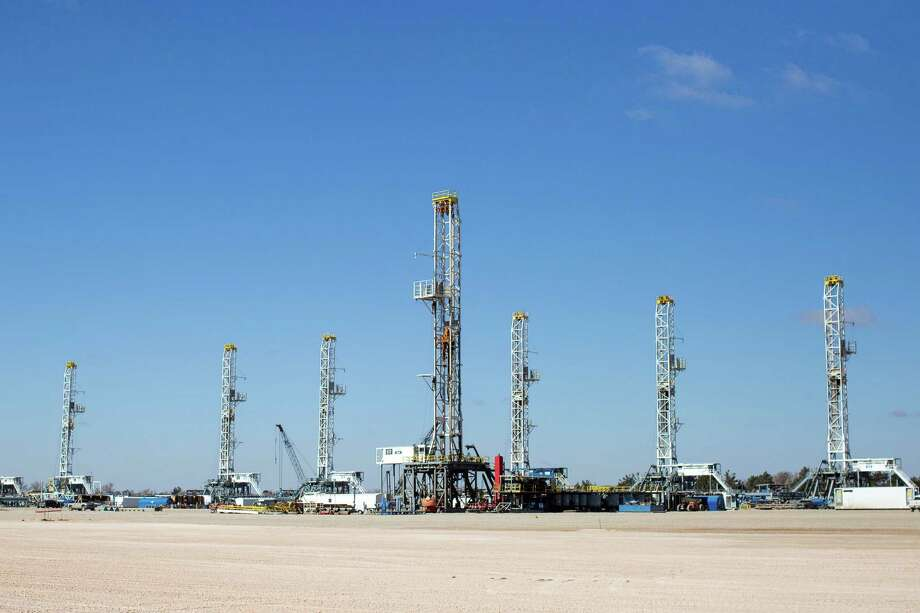Drilling rigs stand idle at a yard in Odessa. The U.S. oil rig count fell for the fifth consecutive week. Despite the idle rigs, production remains high. Photo: Courtney Sacco, MBR / Odessa Ameriacn