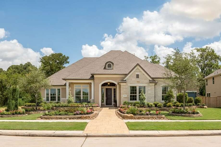 Fulbrook on Fulshear Creek features homes from the $449,000s, with floor plans from 3,069 to 4,175 square feet. Six different floor plans are available.