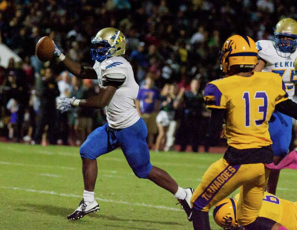 Elkins RB Romanllus Skinner (1) celebrates after his touchdown during the  first half of
