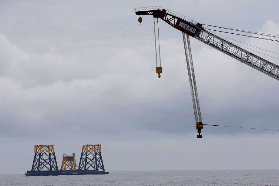 The first U.S. offshore wind farm, called Deepwater Wind, is expected to power 17,000 homes. Inspection reports have revealed safety and welding problems. Photo: Stephan Savoia, STF / AP