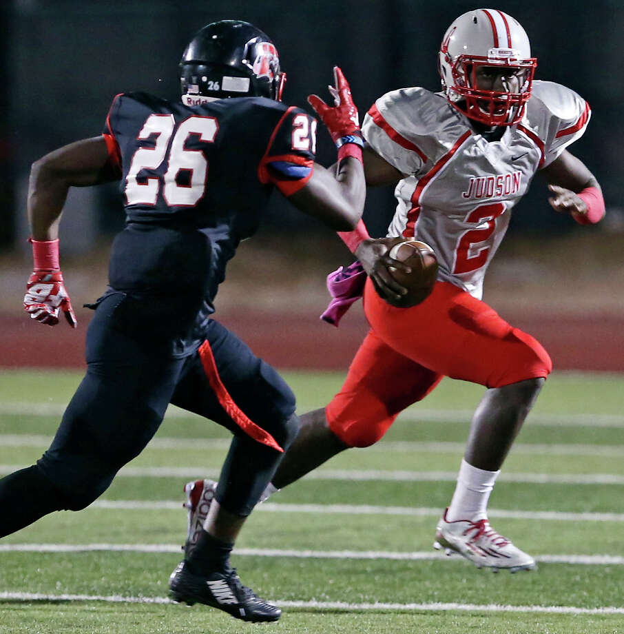 Judson's Julon Williams looks for running room around Wagner's David Bryant-McKinnies during first half action Friday Oct. 2, 2015 at D.W. Rutledge Stadium. Photo: Edward A. Ornelas, Staff / San Antonio Express-News / © 2015 San Antonio Express-News