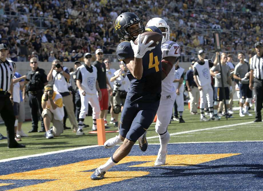 Cal's Kenny Lawler, 4 makes a one handed touchdown catch near the end of the first quarter, covered by Washington's Marcellus Pippins, 27, as the California Bears take on the Washington State Cougars at Memorial Stadium in Berkeley, Calif., on Sat. October 3, 2015. Photo: Michael Macor, The Chronicle
