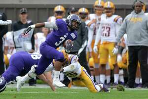 Holy Cross crushes UAlbany football - Photo