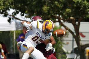 Wagner grad's defensive gem helps Hardin-Simmons rout Trinity - Photo