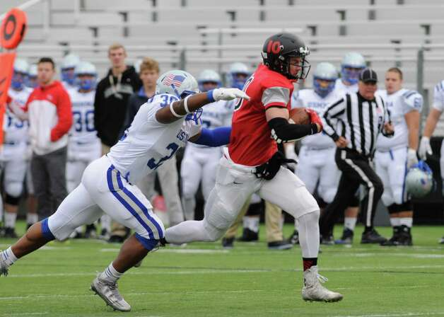 RPI receiver Pat Hogan runs for a gain during their men's college football game against Merchant Marine on Saturday Oct. 3, 2015 in Troy , N.Y.  (Michael P. Farrell/Times Union) Photo: Michael P. Farrell / 10033574A