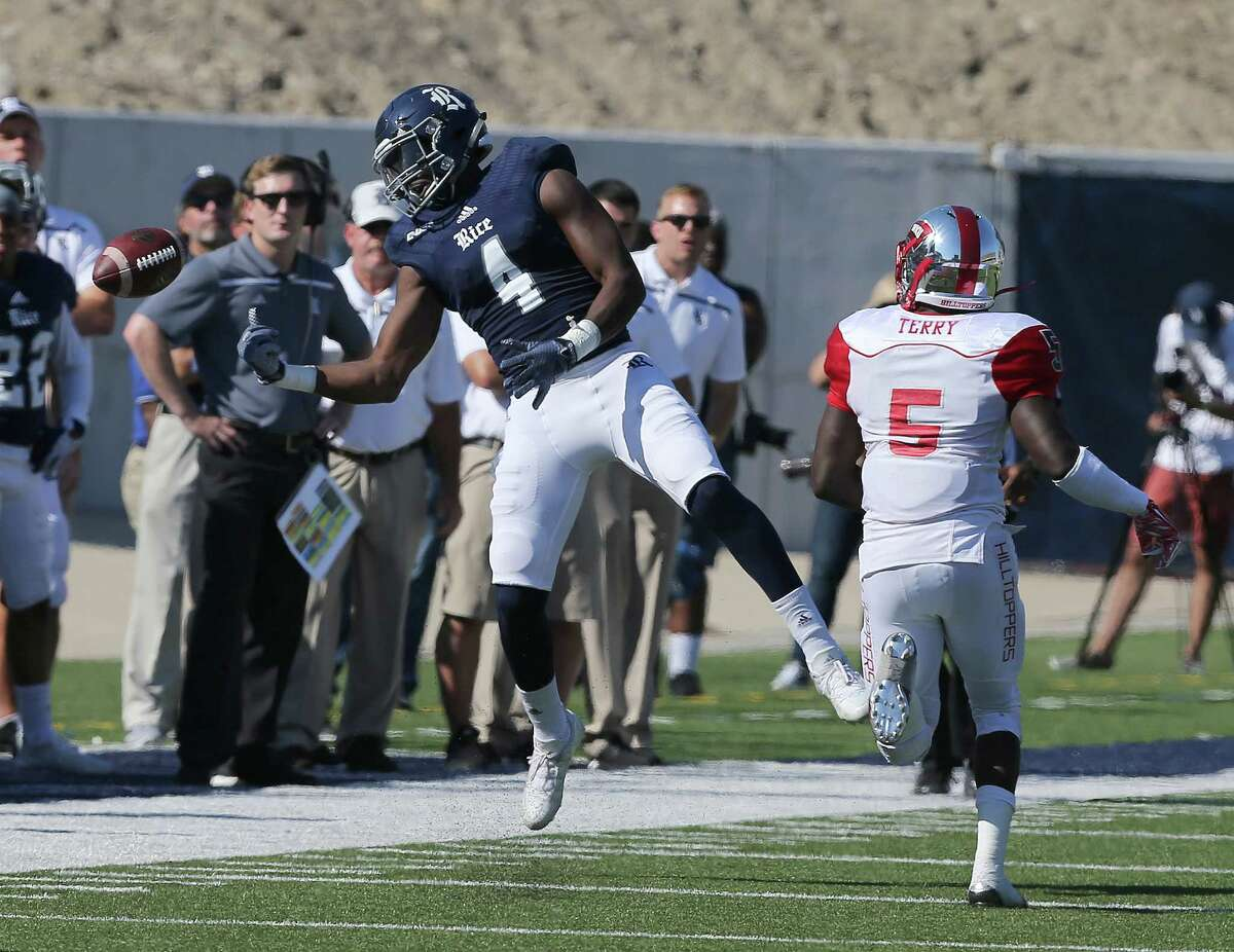 Rice receiver Dennis Parks (4) can't hold onto a pass in the second quarter. Photos of Rice University football game against Western Kentucky University at Rice Stadium on Saturday, Oct. 3, 2015, in Houston.