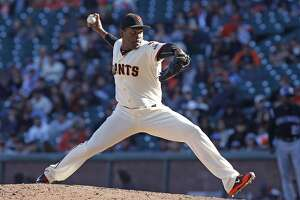 Giants gift Santiago Casilla extra $1 million by letting 2016 option vest - Photo