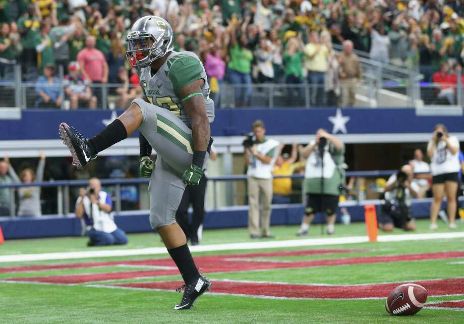 Baylor's Shock Linwood gets a kick out of going 79 yards for a touchdown to account for a portion of his 221-yard day on 20 carries. Photo: Ronald Martinez, Staff / 2015 Getty Images