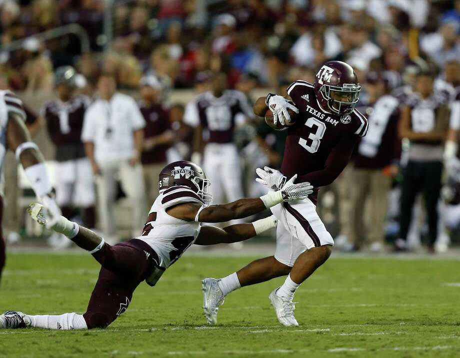 A&M wide receiver Christian Kirk (3) eludes Mississippi State linebacker J.T. Gray. Photo: Bob Levey, FRE / FR156786 AP