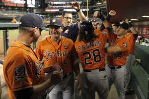 Astros rout Arizona, guarantee at least tiebreaker - Photo