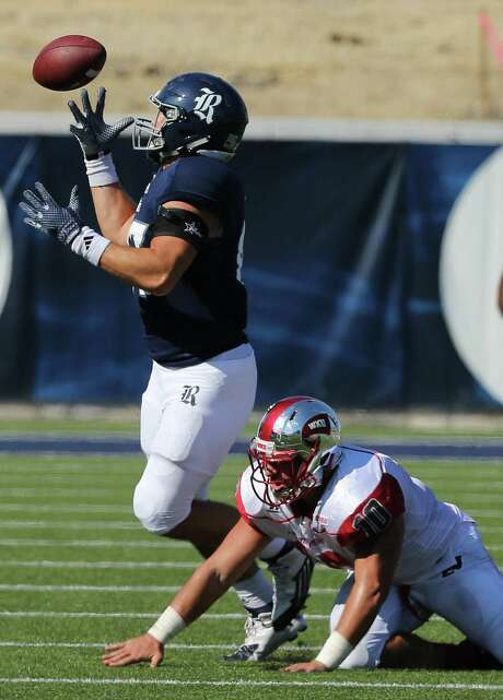 Conner Cella (87) bobbles, but eventually gets a hold of a pass in the fourth quarter around WKU's Nick Holt (10). Cella caught two passes for 49 yards. Photos of Rice University football game against Western Kentucky University at Rice Stadium on Saturday, Oct. 3, 2015, in Houston. Photo: Elizabeth Conley, Houston Chronicle / © 2015 Houston Chronicle