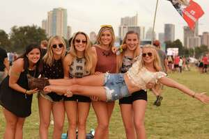 Tens of thousands hit opening weekend of ACL fest - Photo