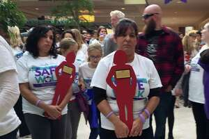 Nearly 1,000 walk to end domestic violence - Photo