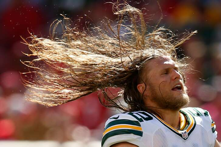 SANTA CLARA, CA - OCTOBER 04:  Inside linebacker Clay Matthews #52 of the Green Bay Packers whips his hair during their NFL game against the San Francisco 49ers at Levi's Stadium on October 4, 2015 in Santa Clara, California.  (Photo by Ezra Shaw/Getty Images)