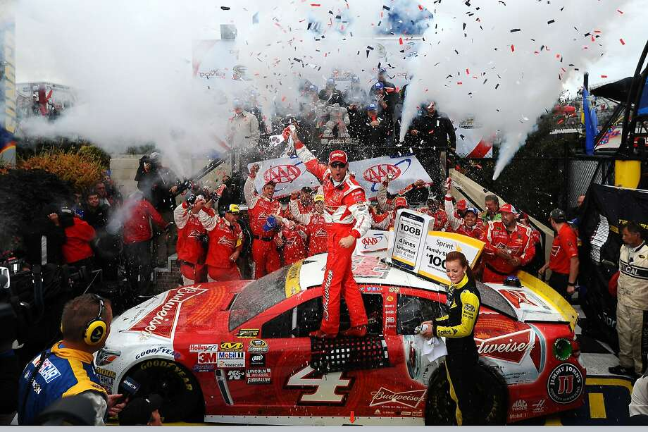 Kevin Harvick victory at Dover International Speedway kept him in the Chase hunt. Photo: Will Schneekloth, Getty Images