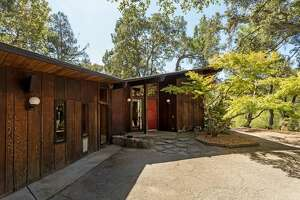 2 very different mid-century properties hit the high-end Peninsula market - Photo
