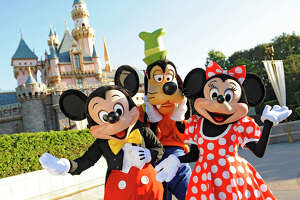 Disneyland considers dropping prices on off-peak days - Photo