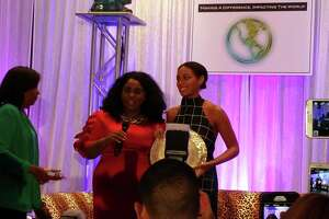 Solange takes in Houston art, empowers Texas women - Photo