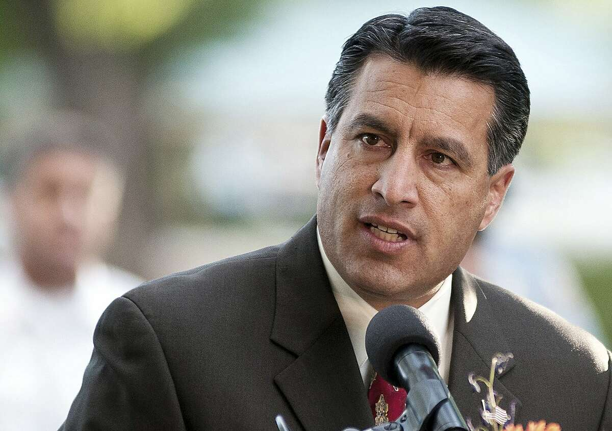 Nevada Gov. Brian Sandoval announced the tentative settlement Monday, Oct. 5, 2015, of a lawsuit filed by San Francisco after psychiatric patients were bused to the city from Las Vegas. (AP Photo/Kevin Clifford, File)