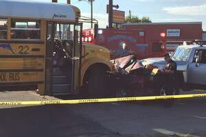 Kids injured in school bus crash - Photo