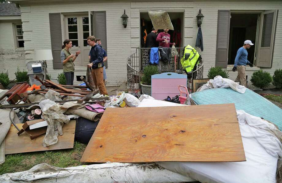 Marianna and Walt Cartin, left, go through their belongings Monday with the help of friends and volunteers as they survey the damage to their home near Lake Katherine in Columbia, S.C. Photo: Gerry Melendez, MBR / The State
