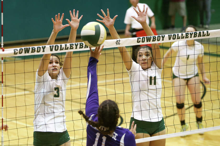 McCollum's Bryana Rich (left) and Victoria Yzaguirre to up to block a shot by Brackenridge's Skyler Reyna during their match at McCollum on Tuesday, Sept. 15, 2015. Photo: Marvin Pfeiffer /San Antonio Express-News / Express-News 2015