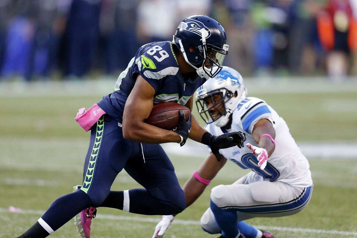 Wide receivers/tight ends: Doug Baldwin and Jermaine Kearse continue to make plays without much fanfare. Kearse works himself open when Wilson extends plays, leading to big gains, and Baldwin's rarely misses a chance to capitalize on an opportunity. Tyler Lockett continued to get more involved in the passing attack, leading the team with 58 receiving yards, and Jimmy Graham caught three passes in the second half. Grade: B+