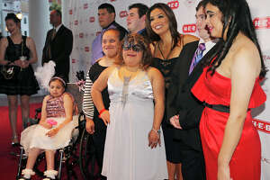 Star-studded affair benefits Eva's Heroes - Photo