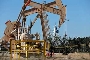 IHS report: Oil company hedging makes a big drop in 2016 - Photo