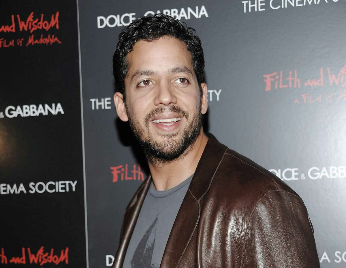 FILE - This Oct. 13, 2008 file photo shows David Blaine in New York. Blain is returning to New York City Oct. 5-8 for a three day, three night stunt called Electrified: