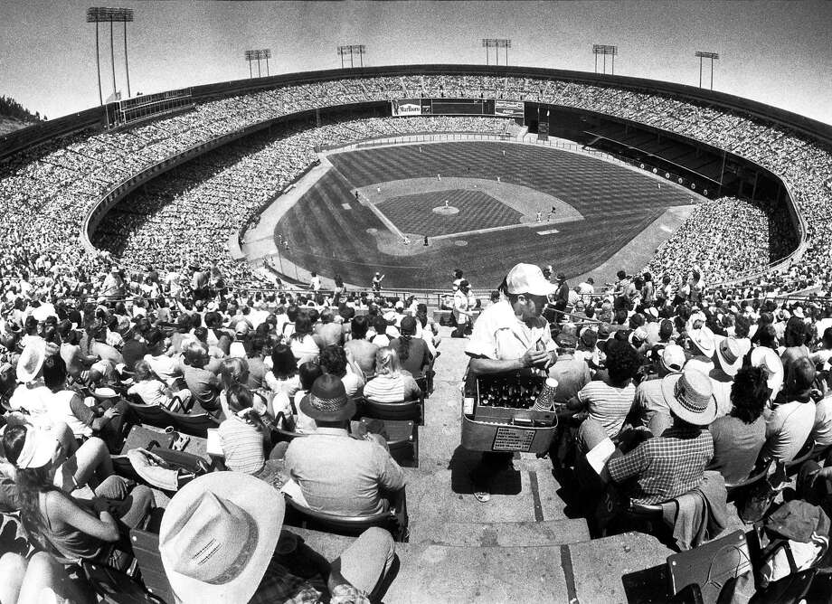 June 19, 1983: These were the best days at Candlestick Park. The team wasn't very good, but the sun was out, the stands were packed and beer cost $1.75. The Giants are playing the Atlanta Braves. Photo: Fred Larson, The Chronicle