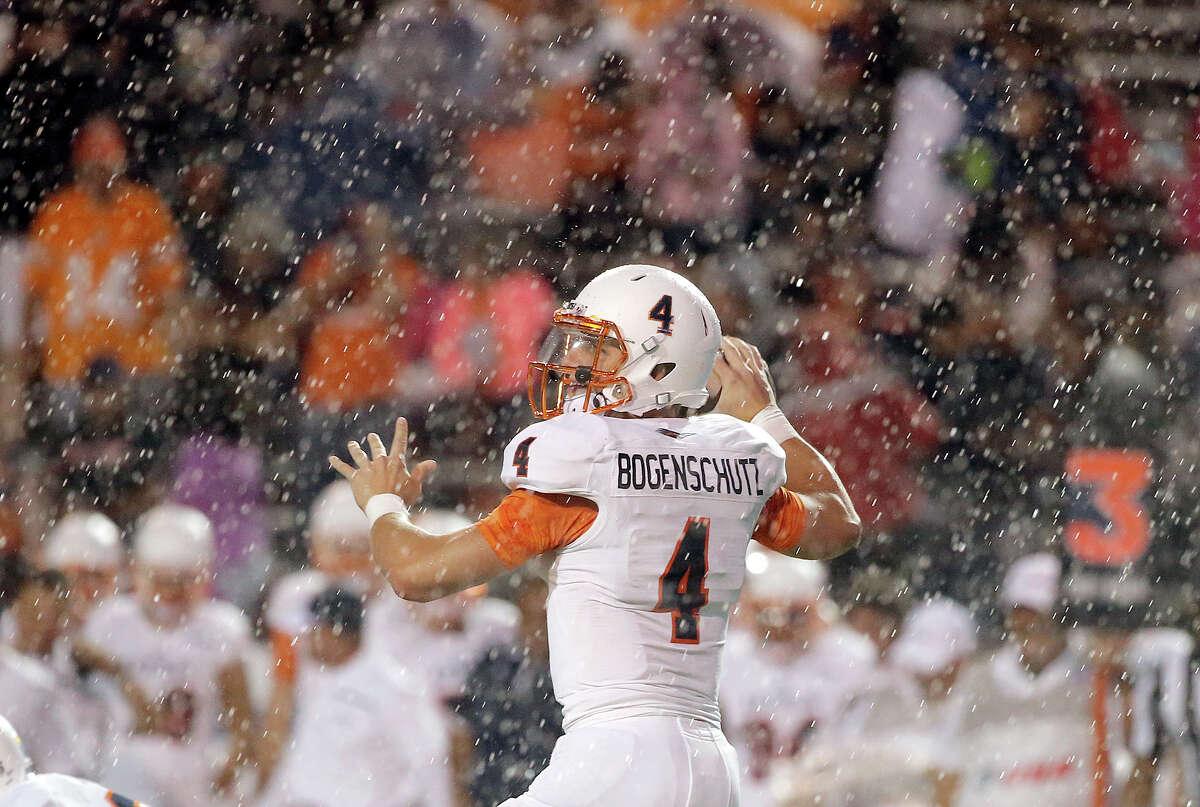 UTSA quarterback Blake Bogenschutz looks to pass during an NCAA college football game against UTEP, Saturday, Oct. 3, 2015, in El Paso, Texas. (Mark Lambie/The El Paso Times via AP) EL DIARIO OUT; JUAREZ MEXICO OUT; MANDATORY CREDIT