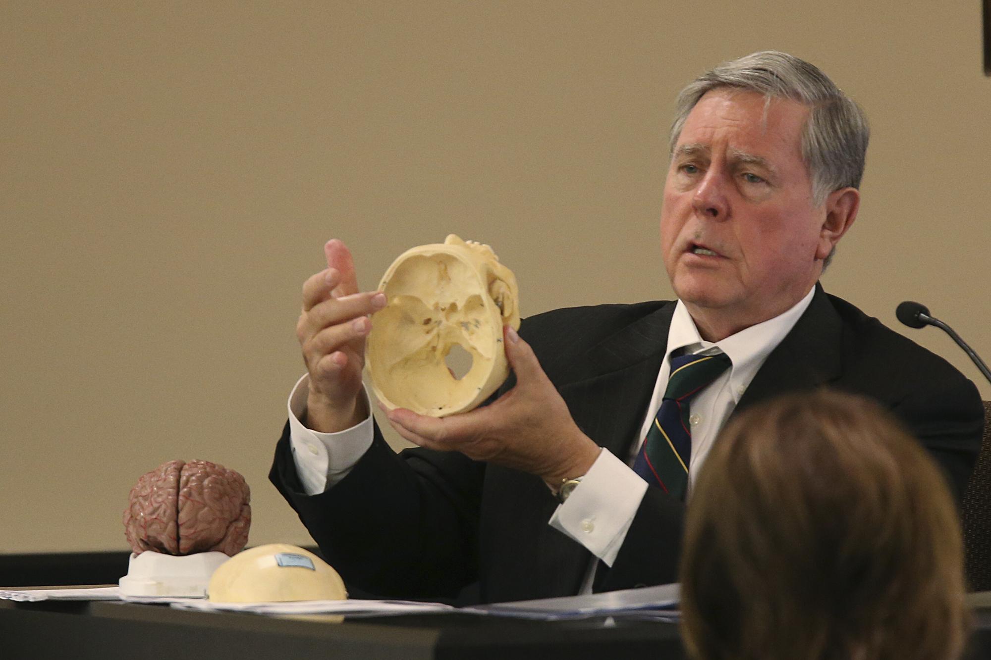 Prosecutors Seek To Discredit Expert Testimony At Trial Of