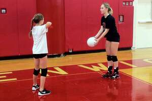 Greenwich High girls volleyball team teaches skills of the sport at Middle School Clinic - Photo