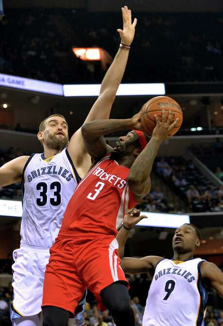 Ty Lawson encounters Grizzlies center Marc Gasol during his Rockets debut Tuesday night. Photo: Brandon Dill, FRE / FR171250 AP