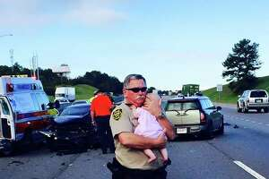 Photo of deputy comforting baby after car crash goes viral - Photo