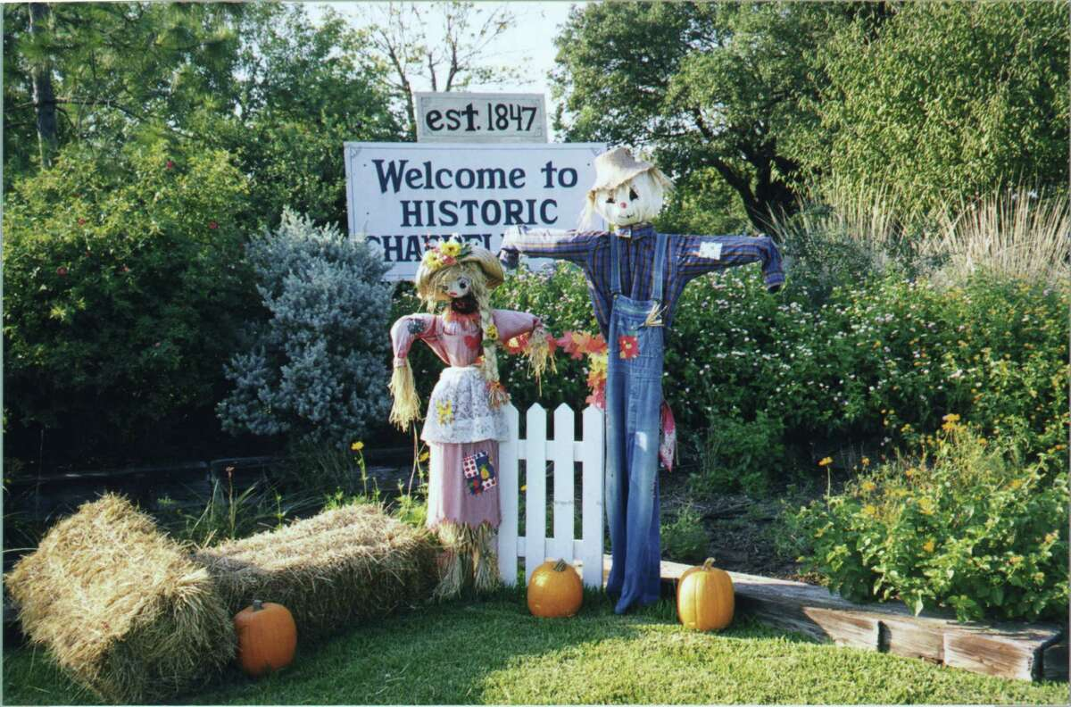 A scarecrow couple greets visitors to Chappell Hill.