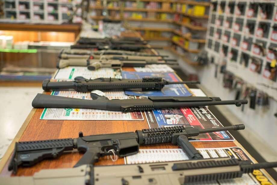Guns are on display at Roseburg Gun Shop in Roseburg, Oregon, Photo: Afp, AFP / Getty Images