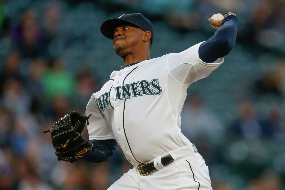 The Mariners reacquired pitcher Roenis Elias from the Boston Red Sox, the team announced on Monday.