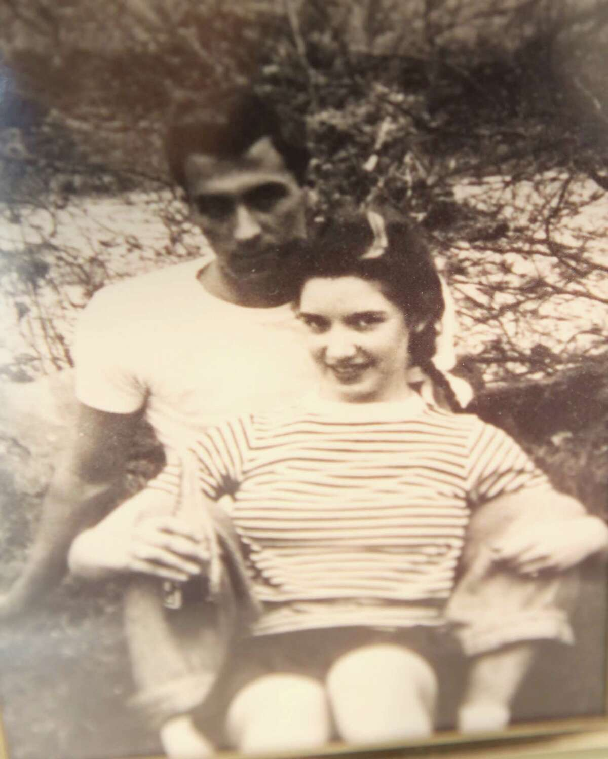 In this old photo, Robert and Margie Jenkins are only 17. They met at age 15 in Latin class.