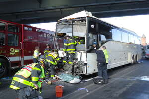 1 dead in coach bus crash on I-95 - Photo