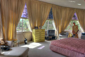 Elvis and Priscilla's honeymoon hideaway, site of Playboy photo shoots on market for $6.9 million - Photo