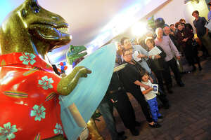 Dinosaurs Rule Auction in Stamford - Photo