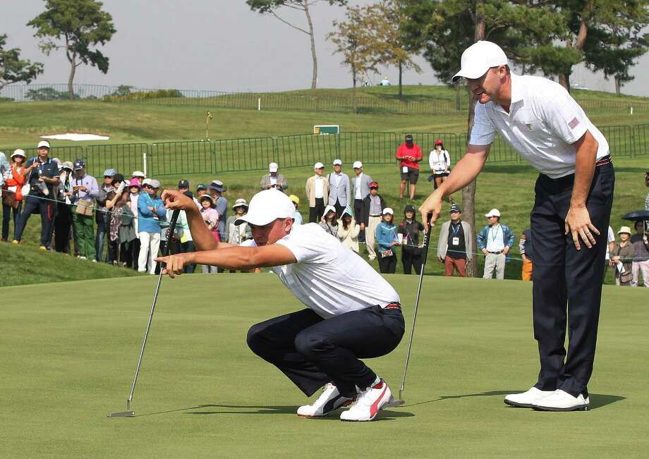 United States' Rickie Fowler, left, and teammate Jimmy Walker line up a putt on the first hole during their foursome match at the Presidents Cup golf tournament at the Jack Nicklaus Golf Club Korea, in Incheon, South Korea, Thursday, Oct. 8, 2015. Photo: Ahn Young-joon /Associated Press / AP
