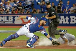 Rangers start with win, but Beltre hurt - Photo