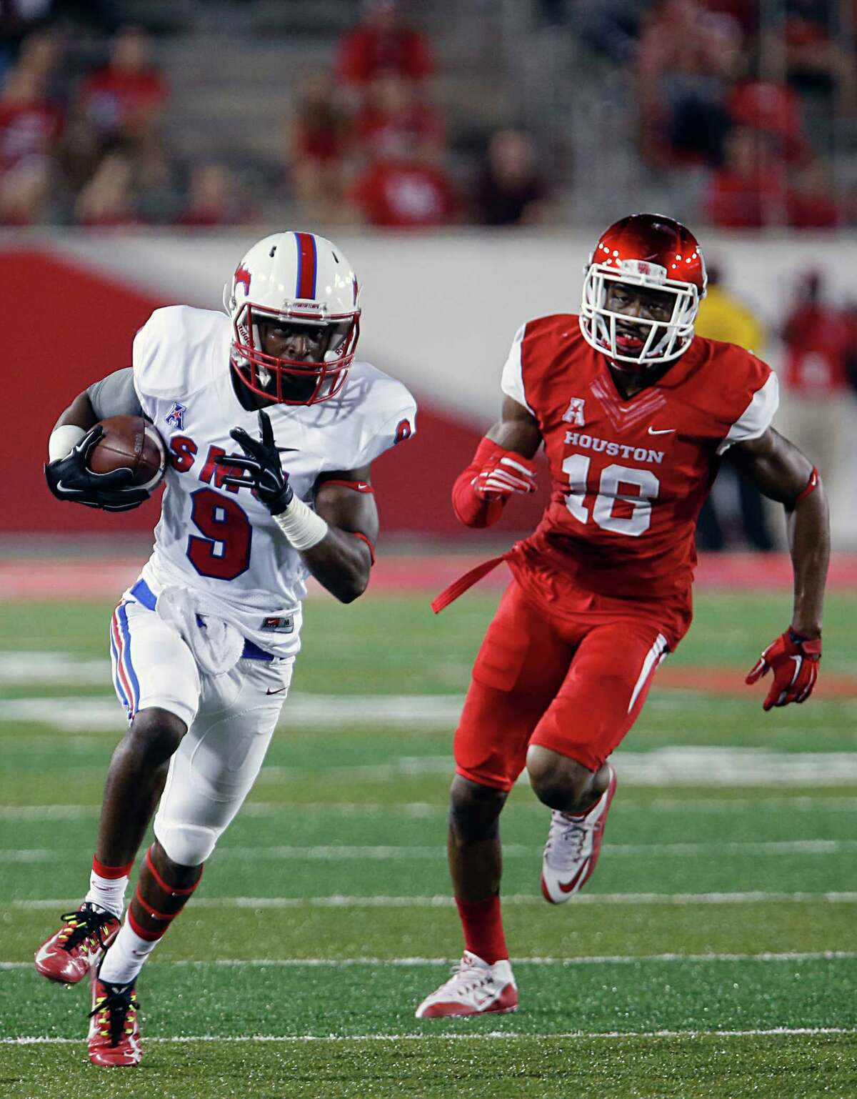 Southern Methodist Mustangs wide receiver Shelby Walker left, breaks away from Houston Cougars safety Adrian McDonald during the first half of men's college football game action at TDECU Stadium Thursday, Oct. 8, 2015, in Houston.