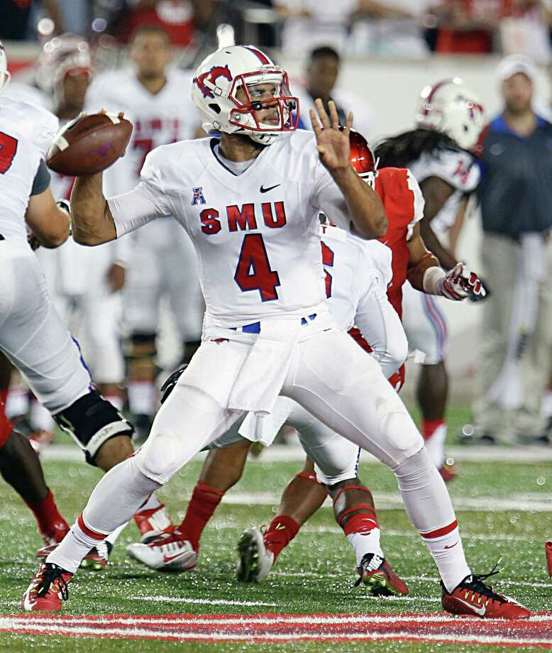 Southern Methodist Mustangs quarterback Matt Davis throws a pass against the Houston Cougars during the first half of men's college football game action at TDECU Stadium Thursday, Oct. 8, 2015, in Houston. Photo: James Nielsen, Houston Chronicle / © 2015  Houston Chronicle