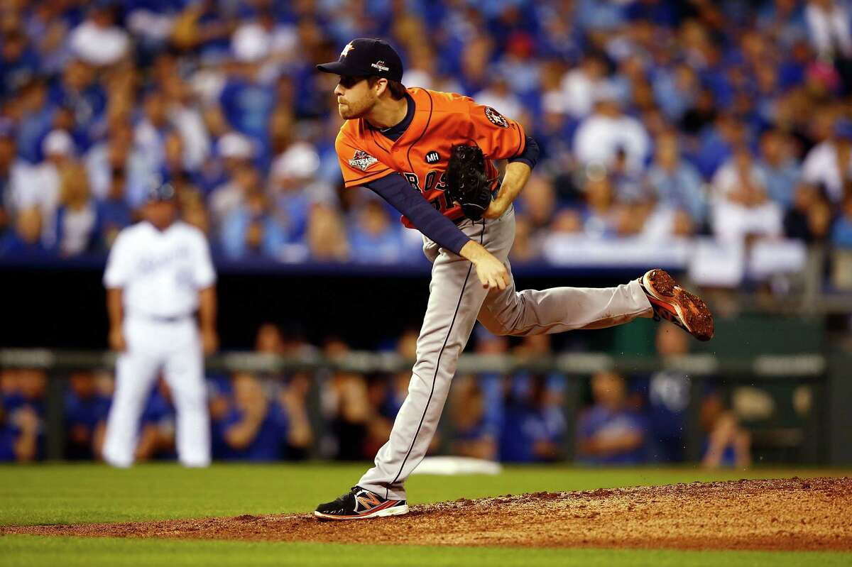 KANSAS CITY, MO - OCTOBER 08: Collin McHugh #31 of the Houston Astros throws a pitch in the third inning against the Kansas City Royals during game one of the American League Division Series at Kauffman Stadium on October 8, 2015 in Kansas City, Missouri. (Photo by Jamie Squire/Getty Images) ORG XMIT: 583946275