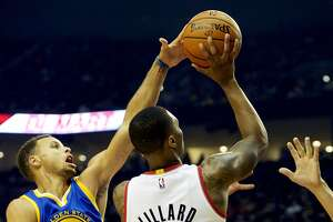 Stories behind Warriors' 118-101 loss in Portland - Photo